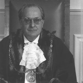 1985 - Macfarlane - Walter Hutton